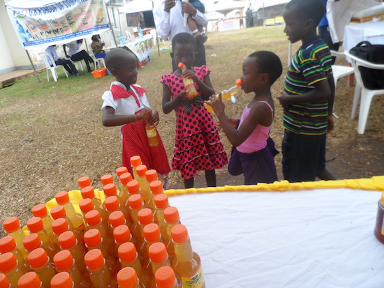 Children taking Mas Banana juice (1)