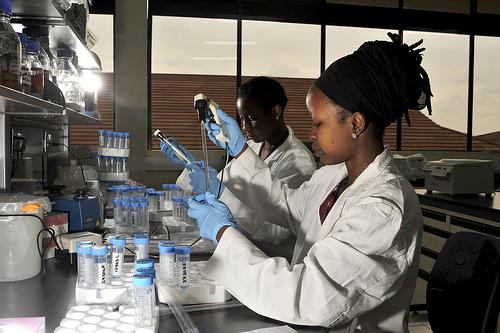ilri-woman-lab