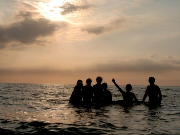 people-in-the-sea-at-the-sunset-1352203